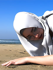 Interracial porn like on internet - Dahlia's Beach Day Out by Hijabophilia